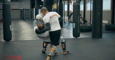 Скрутка в клинче из тайского бокса